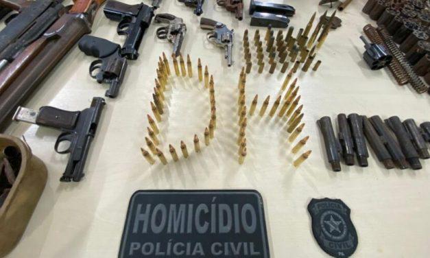 Chefes de milícia em Belém são presos com arsenal de guerra