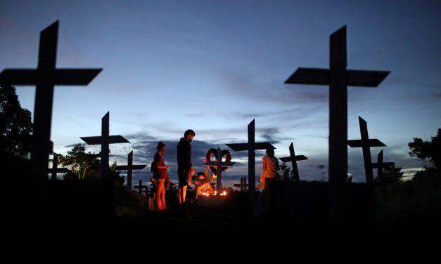 Mundo passa de 4 milhões de mortes por Covid, mas número 'subestima o total de vítimas', diz OMS