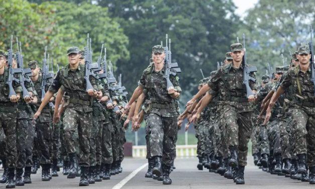 Dinheiro contra a covid bancou gastos de militares, diz relatório