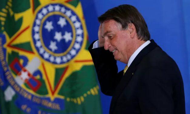 Bolsonaro chama Barroso de idiota e volta a ameaçar eleições de 2022