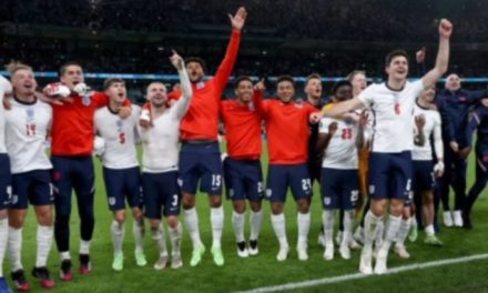 Jogadores ingleses decidem doar prêmio da Eurocopa para serviço de saúde que combate a covid