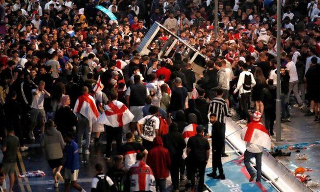 Final da Eurocopa: 49 torcedores são presos e 19 policiais são feridos no estádio de Wembley