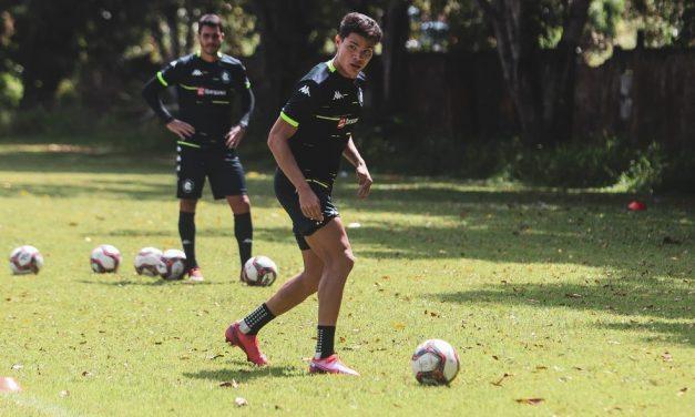 Recuperado, Lucas Tocantins volta a treinar com bola no Remo  e pode ser relacionado contra o Brusque