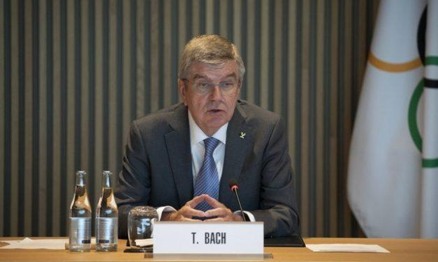 Em Tóquio, presidente do COI diz que Jogos precisam ser seguros 'para o povo chinês', mas se corrige em seguida