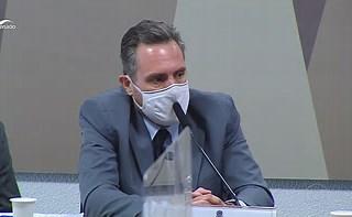 Grupo que intermediou vacinas procurou Bolsonaro, indicam mensagens em celular de policial