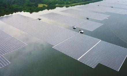Singapura apresenta uma das maiores usinas solares flutuantes do mundo