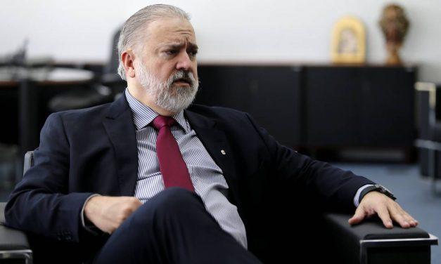 Pedido para Aras investigar Bolsonaro por ameaças às eleições ganha apoio de mais 31 subprocuradores-gerais