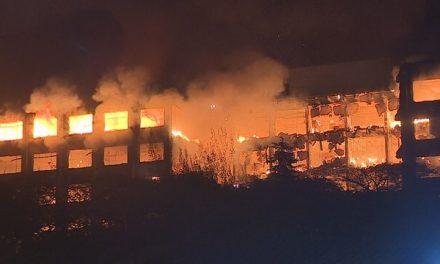 Incêndio atinge prédio da Secretaria de Segurança Pública do RS; dois bombeiros estão desaparecidos