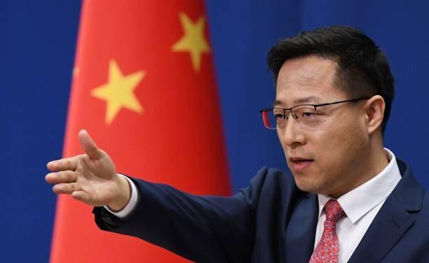 China rejeita críticas e diz que forneceu dados sobre a origem da covid-19 à OMS