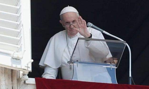 Papa Francisco pede diálogo para Cuba em primeira celebração após alta