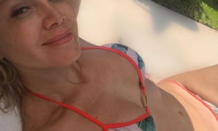 Eliana surge de biquíni na praia e corpaço chama atenção