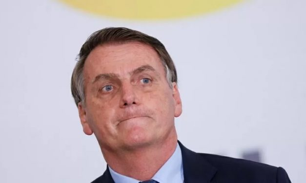 Bolsonaro volta a atacar governadores em conversa com apoiadores