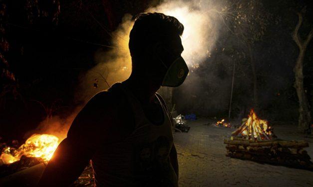 Mortes por Covid na Índia são até 10 vezes superiores ao balanço oficial, afirma estudo