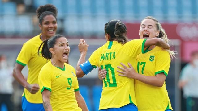 Com dois de Marta, Brasil estreia nas Olimpíadas com goleada sobre a China