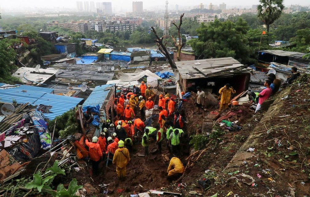 Deslizamentos de terra deixam 67 mortos após chuvas na Índia
