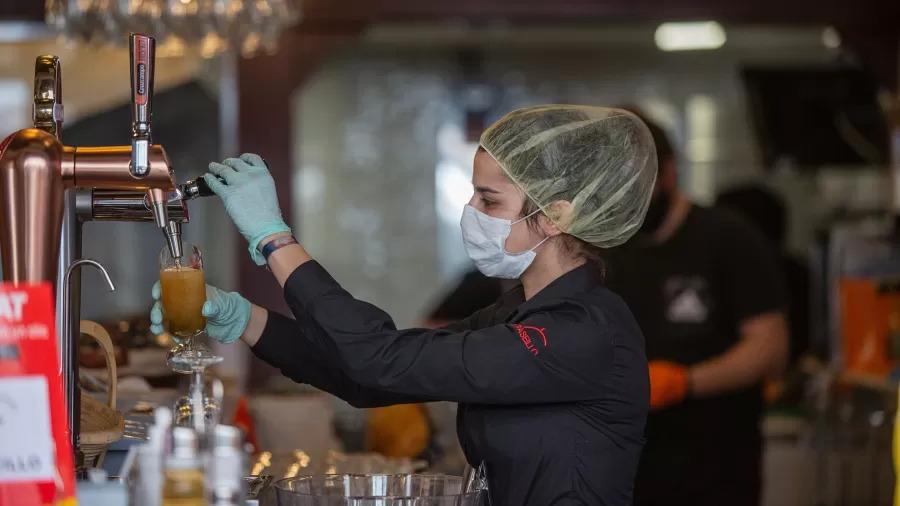 Preocupada com aumento de contágios, Espanha retoma restrições contra covid