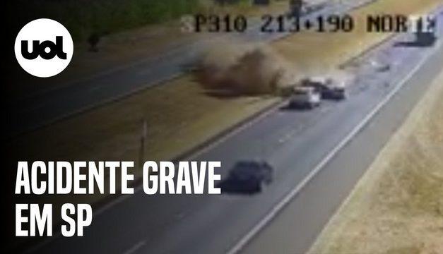 Acidente com 4 carros mata 3 pessoas da mesma família no interior de SP