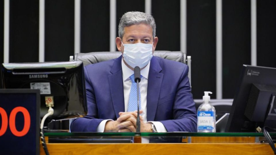 Câmara aprova uma centena de urgências no primeiro semestre e agiliza discussão de projetos