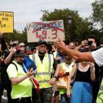 Parlamento francês aprova lei de passaporte sanitário em meio a protestos