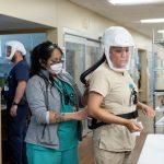 EUA recomendam máscara em ambientes fechados mesmo para quem tomou duas doses de vacina contra o coronavírus