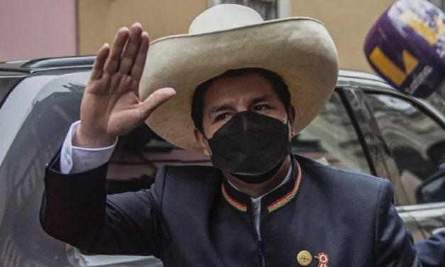 Castillo toma posse como presidente do Peru após um mês e meio de contestações