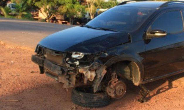 Moju: colisão entre carro e moto deixa dois jovens feridos