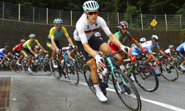 Treinador de ciclistas que fez declarações racistas é enviado de volta à Alemanha