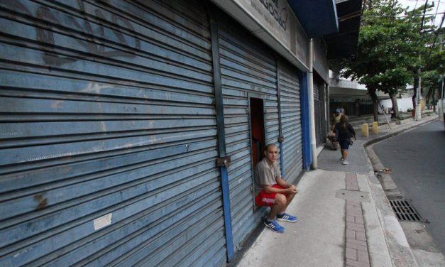Em seis anos, comércio brasileiro perdeu cerca de 466 mil postos de trabalho e 177 mil empresas, diz IBGE