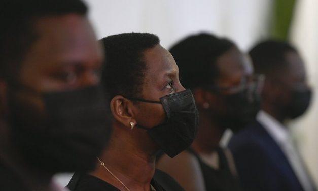 Viúva de presidente do Haiti diz a jornal dos EUA que os assassinos pensaram que ela estava morta
