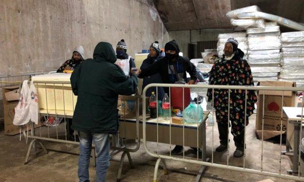 Pessoas que perderam tudo durante a pandemia passam 1º inverno sem casa, nas ruas do Centro de SP