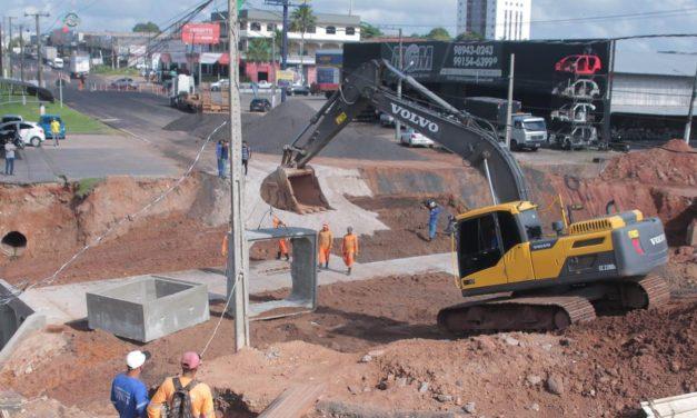 Obras em 'buraco gigante', em Castanhal, motivam reclamações de comerciantes