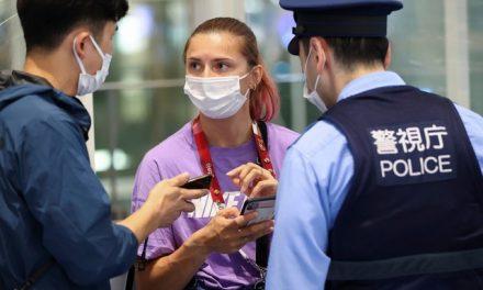 Corredora da Belarus que fez críticas aos técnicos de sua equipe é retirada do quarto em Tóquio e levada ao aeroporto