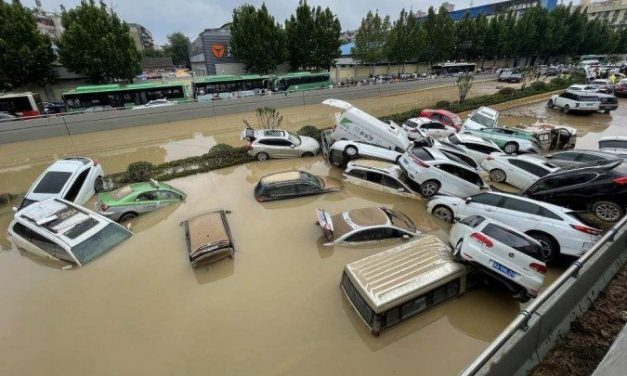 Número de mortos por inundações na China triplica e passa de 300