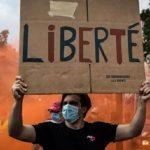 França: os antivacina que falsificam atestados, atacam postos e ameaçam avanço da imunização