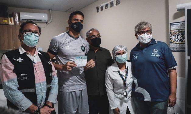 Paysandu e Remo recebem vacina contra Covid-19, e volante bicolor com medo de agulha viraliza