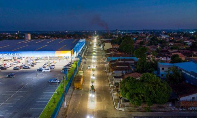 Rua Francisco Pereira Lago, no Jaderlândia, ganha canteiro central, iluminação e academia ao ar livre