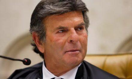 Um dia após rebater ataques de Bolsonaro, Fux se reúne com Aras no STF