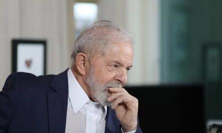 Quem ganhar em 2022 não precisa que Bolsonaro passe a faixa, diz Lula