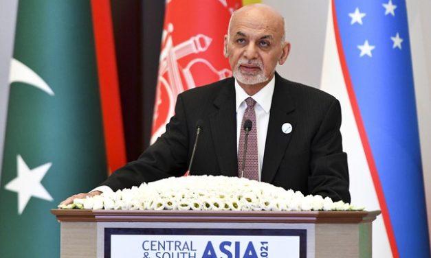 Presidente do Afeganistão deixa o país, diz imprensa local