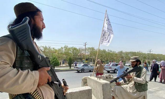 União Europeia deve falar com talibãs 'porque eles venceram a guerra', diz chefe da diplomacia