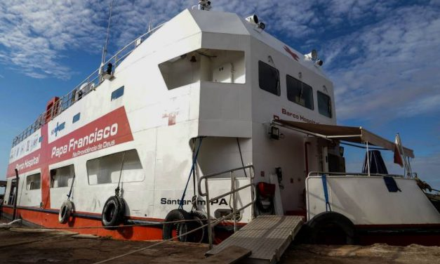 Barco Hospital Papa Francisco completa dois anos levando saúde pelos rios do Pará