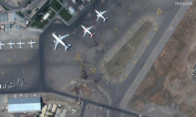 Explosões deixam vítimas no aeroporto de Cabul