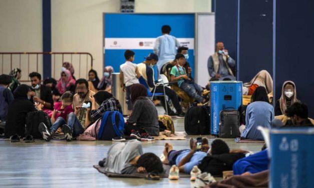 Itália recebe último voo de Cabul e eleva atenção com terrorismo