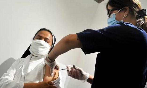União Europeia atinge meta de vacinar 70% dos adultos com 2 doses