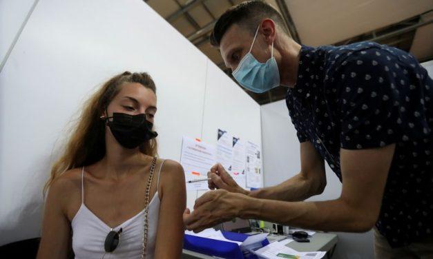 França almeja dar 3ª dose de vacina contra Covid a 18 milhões até início de 2022