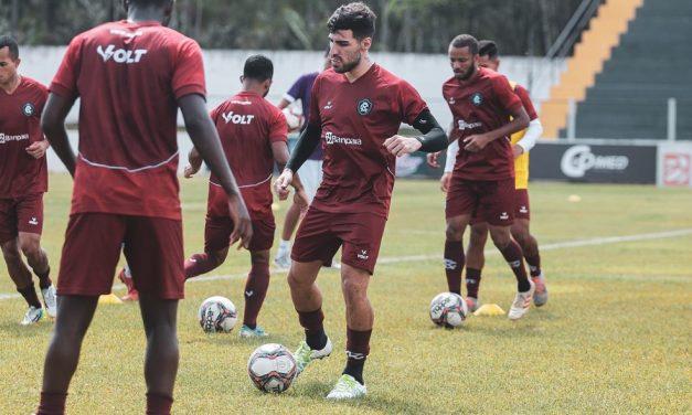 Thiago Ennes volta a treinar com bola e deve ficar à disposição para o duelo contra o Botafogo