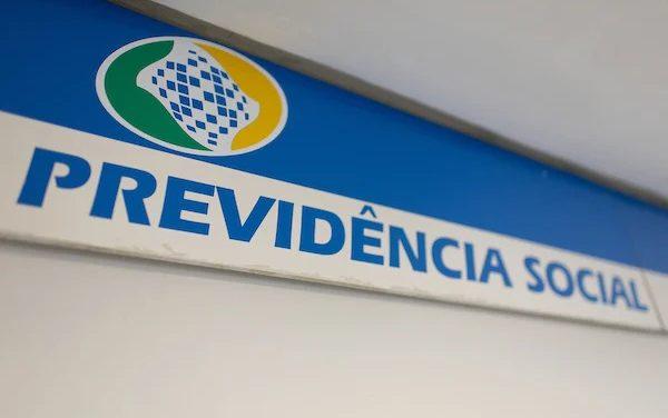 Bolsonaro veta suspender até 31 de dezembro a prova de vida no INSS