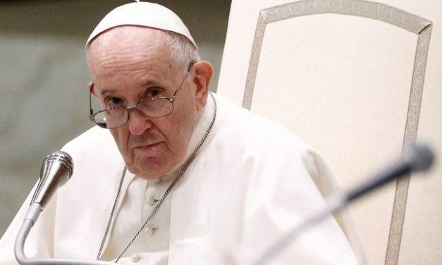 Papa diz que espera que outros países ajudem afegãos que fugiram do Talibã