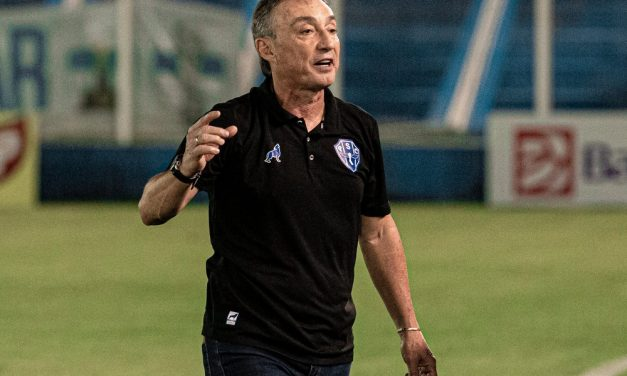 """Roberto Fonseca destaca atuação de Ruy em vitória do Paysandu: """"Tivemos aquele meia pensante"""""""