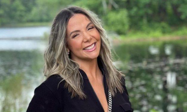 """De biquíni, Carla Perez exibe shape absurdo em passeio de barco com Xanddy: """"Um corpo é um corpo"""""""